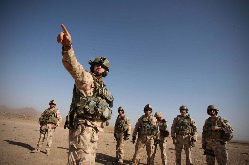Vojake so evakuirali, stari problemi ostajajo
