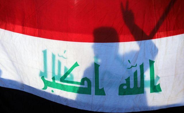 Iraški parlament je v nedeljo sprejel resolucijo s pozivom k umiku ameriških in drugih tujih enot iz Iraka, potem ko je Irak postal bojišče med ZDA in Iranom. FOTO: Reuters