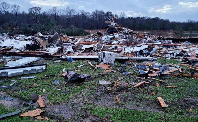 Pristojne službe so za danes izdale opozorila pred poplavami in tornadi v več zveznih državah, potem ko so v petek in soboto neurja prizadela številne kraje. FOTO: Afp