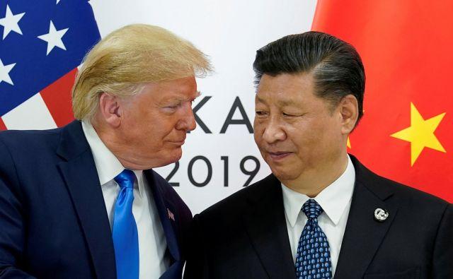 Zaradi podobne karizme, ki jo imata Trump in Xi in je po svoje neprivlačna, je med njima kemija. FOTO: Kevin Lamarque/Reuters