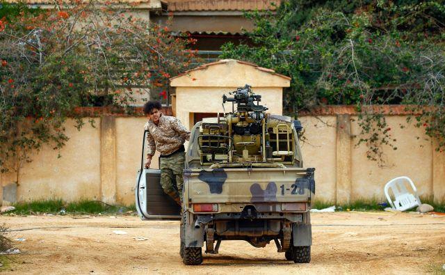Pred 12 dnevi je turški parlament potrdil napotitev turških vojakov in njihovih podizvajalcev iz vrst bolj ali manj propadlih sirskih uporniških skupin v Libijo. FOTO: Mahmud Turkia/AFP