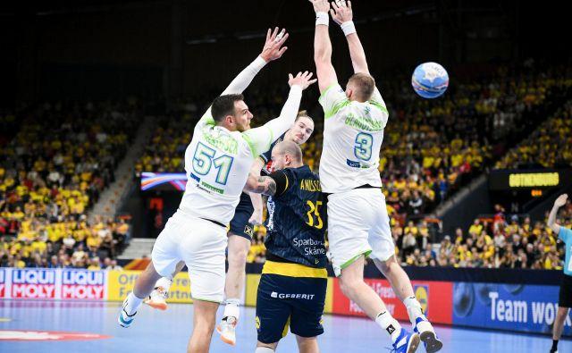 Slovenski obrambni blok z Borutom Mačkovškom in Blažem Blagotinškom je Švedom dovolil samo 19 golov. FOTO: kolektiff