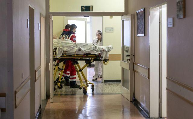 Negovalna bolnišnica je začela sprejemati bolnike z gripo in drugimi respiratornimi obolenji. FOTO: Voranc Vogel/Delo