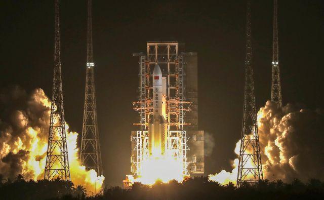 Dolgi pohod 5 je po velikosti in moči primerljiv z Ariane V, Delto IV Heavy, Falconom 9 in Protonom-M. Foto Reuters
