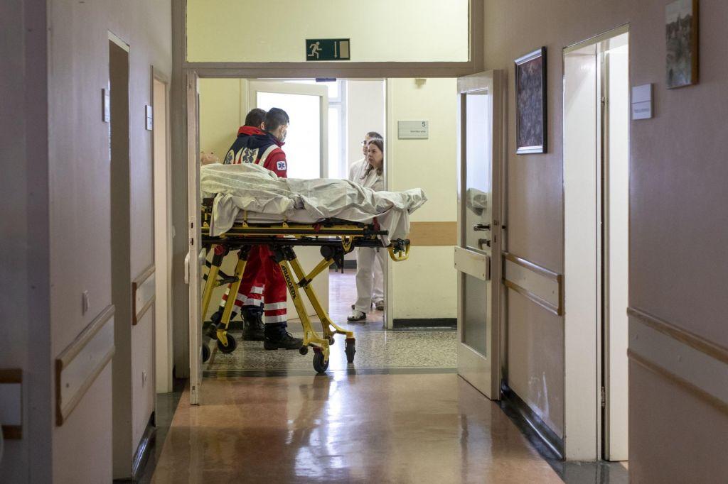 FOTO:V UKC Ljubljana pripravljeni na gripo