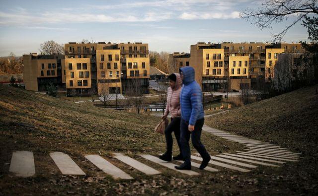 Nadzorni svet mestnega stanovanjskega sklada bo namesto načrtovanih 150 neprofitnih stanovanj dodelil več kot 300. Foto Blaž Samec