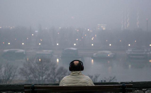 Beograd je namreč te dni med desetimi najbolj onesnaženimi mesti na svetu. Nedavno tega je bil prvi. Zdaj je na prvem mestu Sarajevo. FOTO: Vladimir Zivojinovic/AFP
