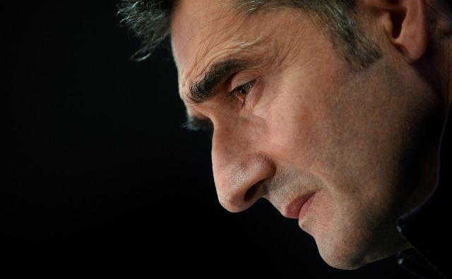 Ernesto Valverde je imel z Barcelono kup trenerskih stresov. FOTO: AFP