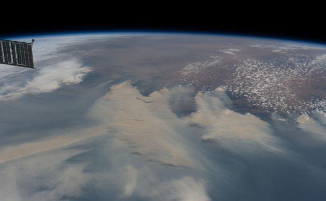 Dim nad Avstralijo FOTO: NASA Earth Observatory