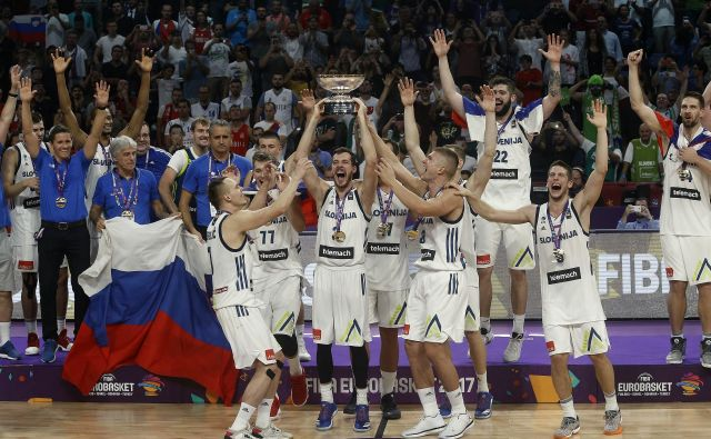 Goran Dragić, Luka Dončić in soigralci so na EP 2017 uresničili sanje številnih košarkarskih rodov. Foto Blaž Samec