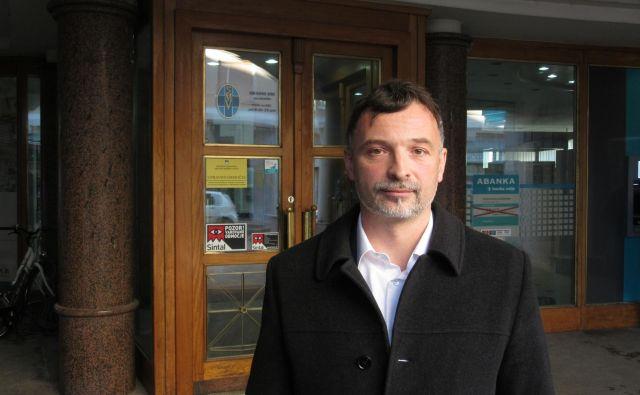 Branko Gabrovec prav nič zaskrbljeno ne čaka na odločitev delovnega sodišča. FOTO: Špela Kuralt/Delo