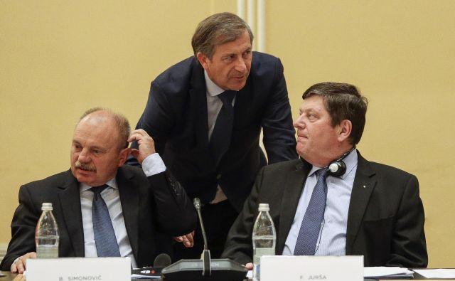 Trije od petih poslancev v tekmi za predsednika podpirajo Erjavca (v sredini), ki sta ga izzvala Aleksandra Pivec in Borut Stražišar.<br /> FOTO: Jože Suhadolnik/Delo