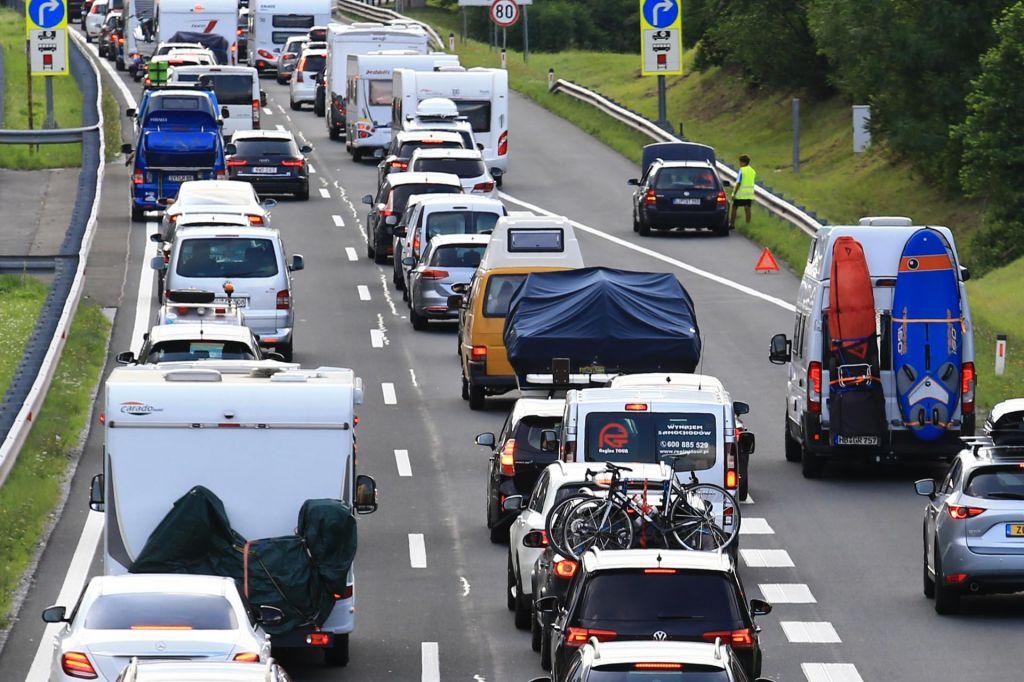 Umrli osebi iz vozila s slovenskimi registrskimi tablicami