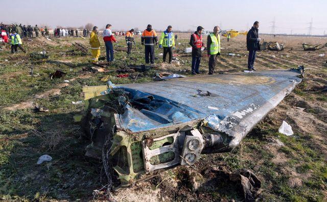 Uradna obrazložitev Irana ostaja, da so letalo sestrelili zaradi napake, zaradi česar so aretirali že več ljudi. FOTO: Akbar Tavakoli/AFP