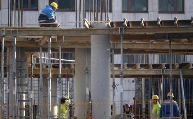 Gradbeništvo je lani doseglo skromno rast glede na leto prej. FOTO: Roman Šipić/Delo