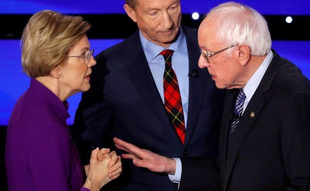 Sedmo televizijsko soočenje demokratskih predsedniških kandidatov je minilo v znamenju boja medBerniejem Sandersom in Elizabeth Warren. FOTO: Shannon Stapleton/Reuters