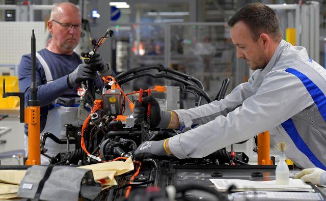 Nemška podjetja so vse bolj izpostavljena kitajskim konkurentom na področjih, ki so doslej veljala za nemške paradne discipline. FOTO: Reuters