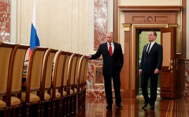 Ruski predsednik Vladmir Putin (levo) ter premier v odhodu Dmitrij Medvedjev.<strong></strong>FOTO: Dmitry Astakhov/Afp