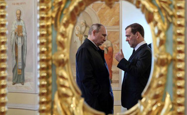 Ruski predsednik Vladimir Putin in zdaj že nekdanji predsednik zvezne vlade Dmitrij Medvedjev. Foto: AFP