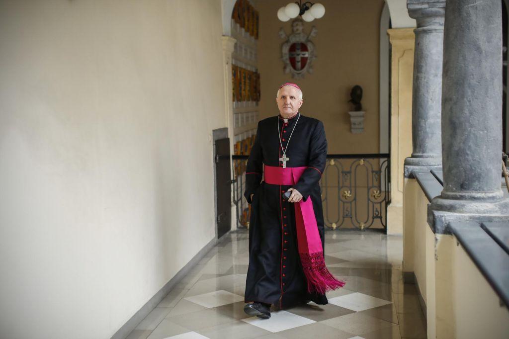 FOTO:Civilna iniciativa Dovolj.je zahteva odstop nadškofa Zoreta