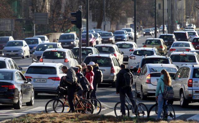 Zakaj Slovenci v sebi nosimo toliko agresivnosti, da si na cesti vzamemo svoj prostor in moramo pokazati svojo destruktivno moč? FOTO: Roman Šipić/Delo