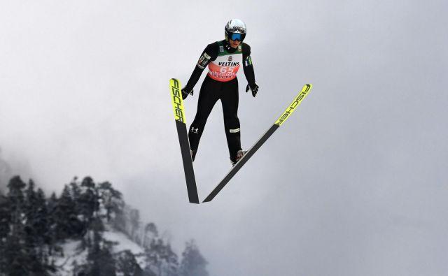 Petru Prevcu je šlo na veliki skakalnici Hochfirst včeraj zelo dobro od nog. FOTO: AFP