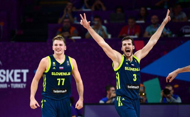 Do slovenskega derbija v NBA, ki bo prav na 21. rojstni dan Luke Dončića v Miamiju, je Goran Dragić (desno) že podžgal mlajšega izzivalca. FOTO: AFP