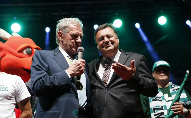 Tudi ljubljanskemu županu Zoranu Jankoviću bi močno odleglo, če bi Milan Mandarić našel ustreznega naslednika in vlagatelja. FOTO: Uroš Hočevar/Delo