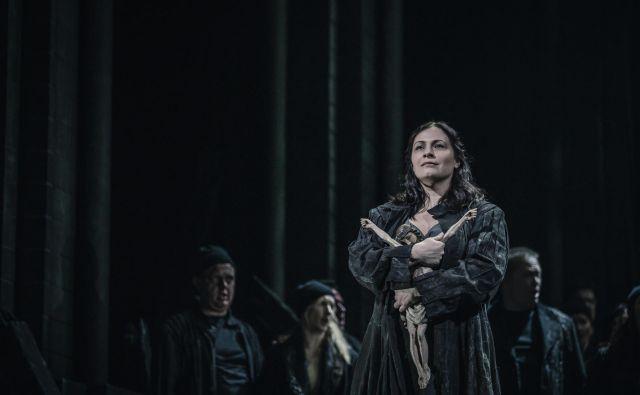 V vlogi prve Device Orleanske na slovenskem opernem odru nastopa Nuška Drašček Rojko. FOTO: Darja Štravs Tisu