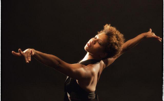 Maša Kagao Knez predstave pogosto snuje na osnovnih eksistencialnih vprašanjih. Foto Tone Stojko
