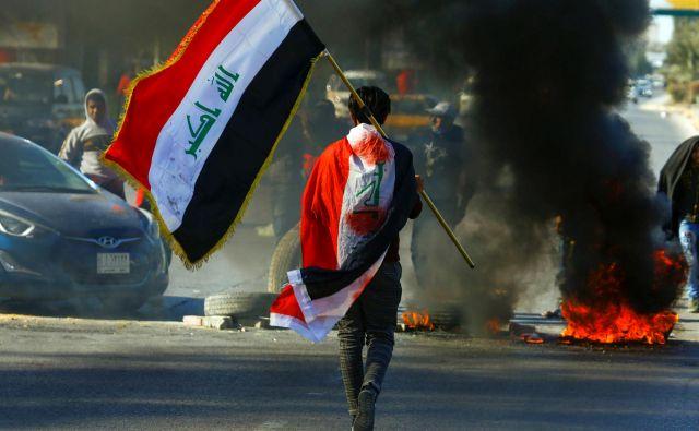 V zadnjih treh mesecih lanskega leta so Iračani, naveličani uničujočega tujega vmešavanja in nekompetentnih, koruptivnih, nepotističnih oblasti, zahtevali, naj jim prisluhnejo. FOTO: Reuters