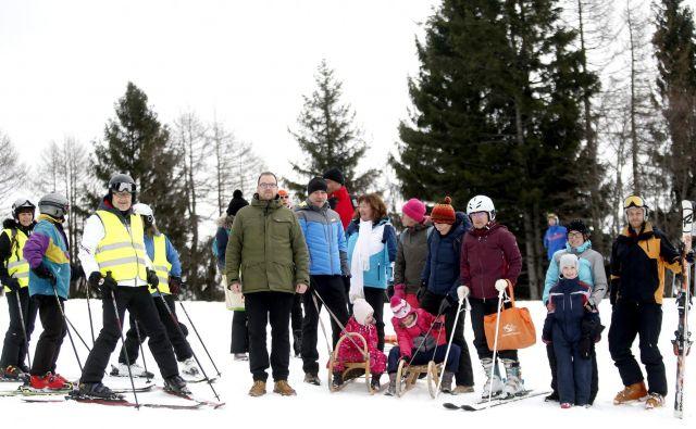 Dan na snegu je sovpadel s stoletnico organiziranega delovanja slepih in slabovidnih v Sloveniji. FOTO: Roman Šipić/Delo