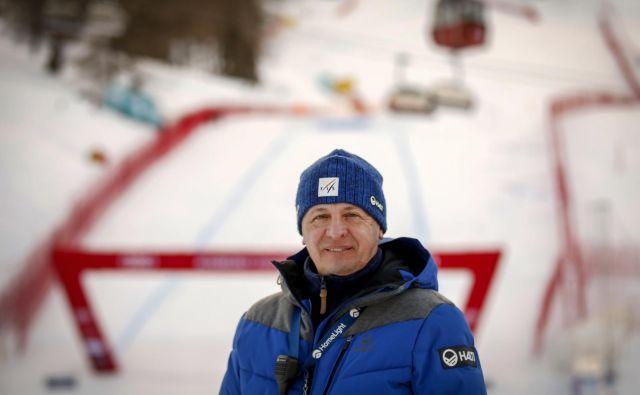 Zamejski Slovenec Peter Gerdol, nekoč šef smučišča v Trbižu, je v tej sezoni prevzel vlogo vodje svetovnega pokala za ženske od nekdanjega smučarja Atleja Skårdala. FOTO: Matej Družnik/Delo