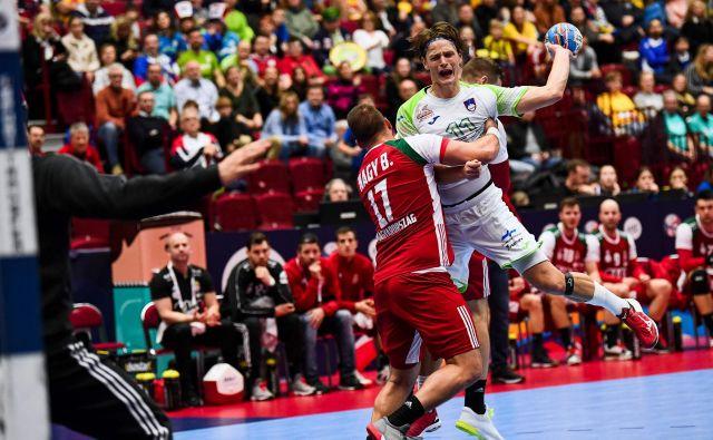 Jure Dolenec je dosegel osem golov, vendar je bilo to premalo za kaj več od minimalnega poraza proti Madžarom. FOTO: AFP
