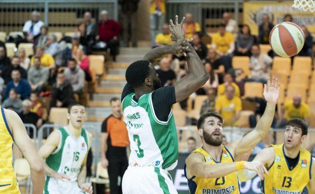 Marvin Jones je v Kopru dosegel 13 točk, zmage pa sta se veselila Alen Hodžić in Aleksandar Lazić (desno). FOTO ABA
