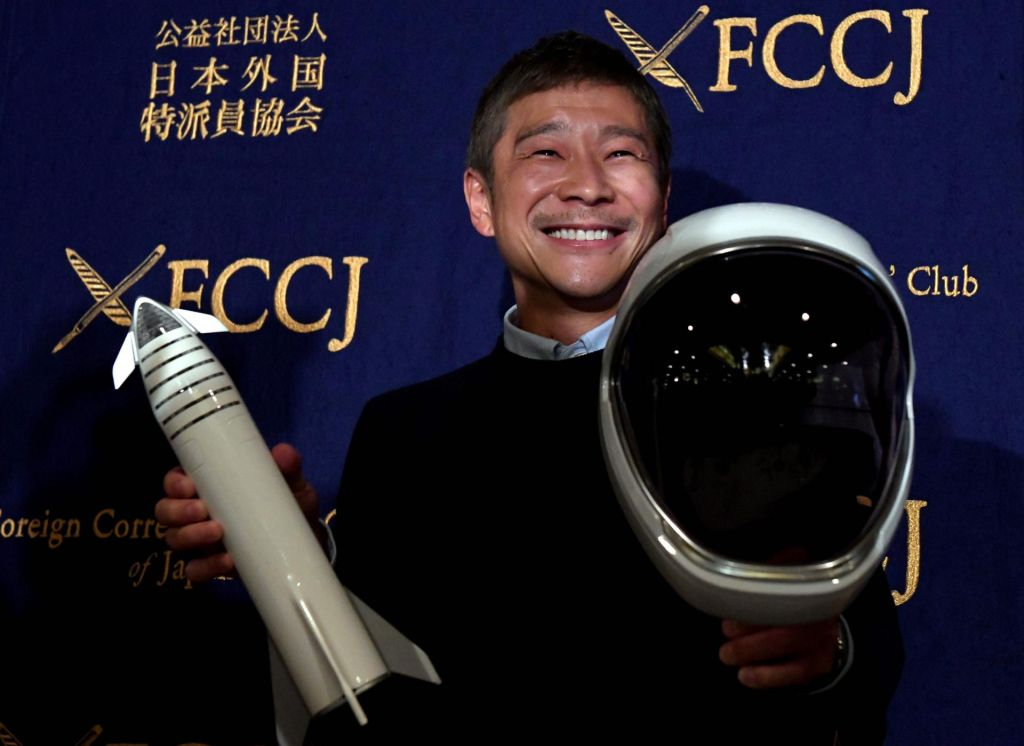 Kar 27 tisoč žensk si z japonskim miljarderjem želi v vesolje