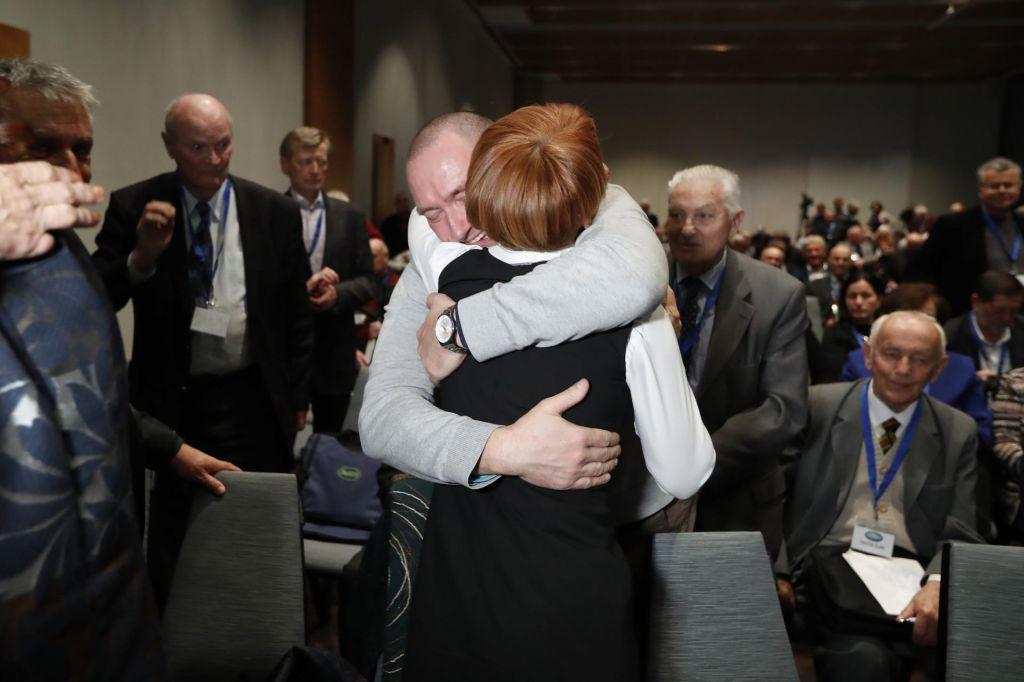 Z odhodom Erjavca se krepi premier