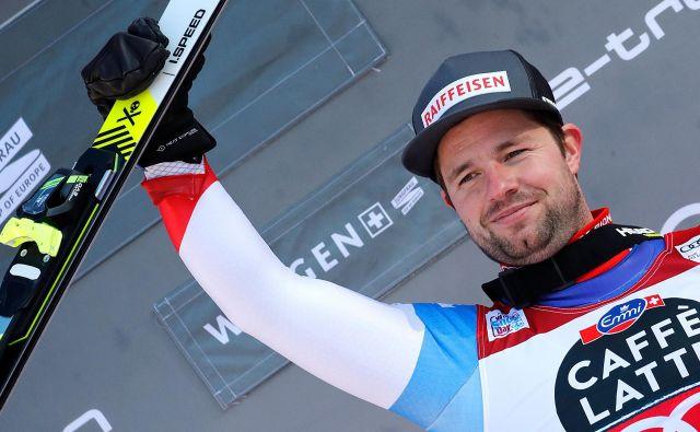 Švicar Beat Feuz na zmagovalnih stopničkah. FOTO:Stefan Wermuth/Afp