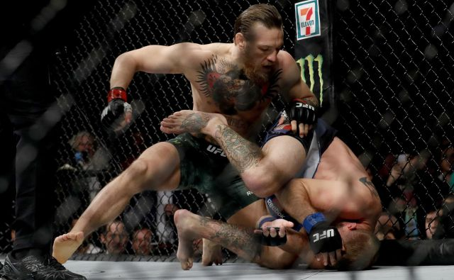 Conor McGregor je po hitrem postopku opravil z Donaldom Cerronejem. FOTO: AFP