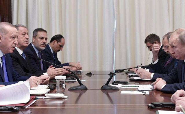 Na mednarodno konferenco v Berlin so prišli predstavniki držav, ki so bolj ali manj neposredno vpletene v konflikt v Libiji.FOTO: Aleksey Nikolskyi Afp