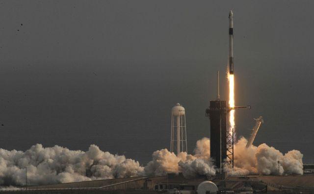 Crew dragon bo v vesolje letel na nosilni raketi falcon 9.<br /> FOTO: Steve Nesius Reuters