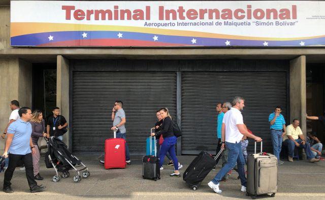 Mladi in delovno aktivni v Venezueli ne vidijo prihodnosti, zato množično odhajajo. Foto Reuters