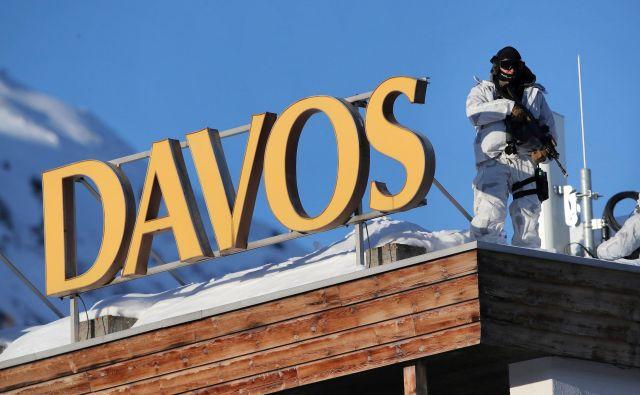 Davos se je skoraj pol stoletja, kolikor gosti ugledni forum, spremenil – če ni bil to že od samega začetka – v metaforo globalne ali morda, bolje rečeno, zahodne elite. FOTO: Denis Balibouse/Reuters