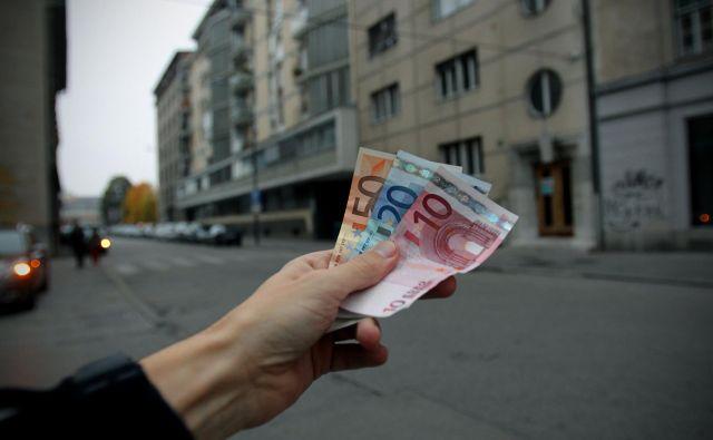 Na medletni ravni so potrošniška posojila rasla po deset- do dvanajstodstotni stopnji. FOTO: Blaž Samec/Delo