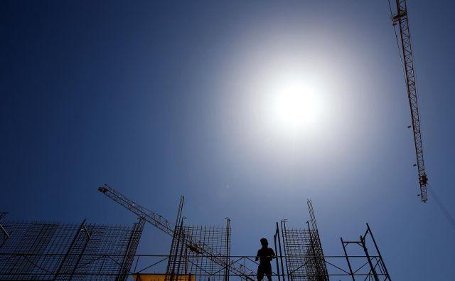 Število izdanih gradbenih dovoljenj se zmanjšuje že nekaj let zapored. To je slab trend za gradbena podjetja. FOTO: Tomi Lombar/Delo