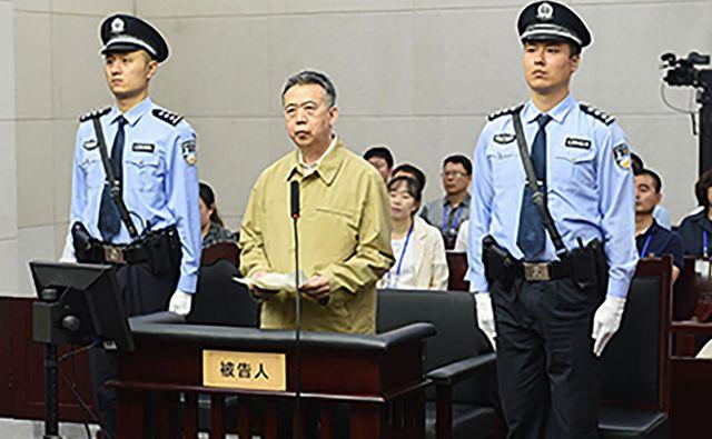 Meng, nekdanji namestnik kitajskega ministra za javno varnost, je le eden v vrsti funkcionarjev kitajske komunistične partije, ki so se ujeli v protikorupcijsko kampanjo predsednika Xi Jinpinga. FOTO: AFP