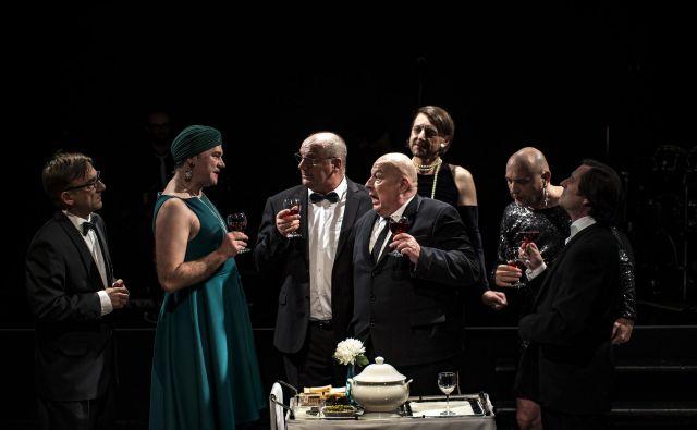 <em>Baal</em> je predstava Slovenskega mladinskega gledališča.<br /> Foto Marko Modic