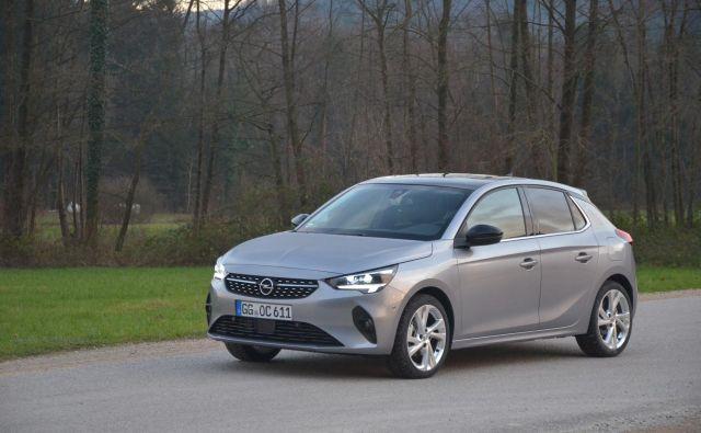 Opel corsa je malce daljša, a tudi nižja kot doslej. Njena zunanja pojava nakazuje lahkotnost. Foto Gašper Boncelj