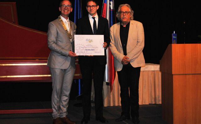 David Sotošek - prejemnik štipendije 2019, predsednik kluba Edvard Škodič in Vladimir Pezdirc-RC Ljubljana. FOTO: Rc Ljubljana
