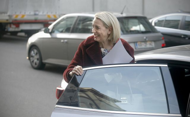 Ministrica Angelika Mlinar v Bruslju: »Vsi izhajajo iz tega, da je predlog Finske bolj ali manj mrtev.« FOTO: Blaž Samec